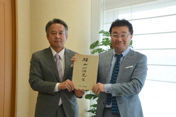 『横山一格先生』を菰野町に寄贈しました|横山陽二 オフィシャルサイト ちそう菰野 名古屋外国語大学